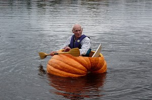 449.98-leo_swinimer_giant_pumpkin