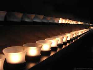 yom-hashoah-candles